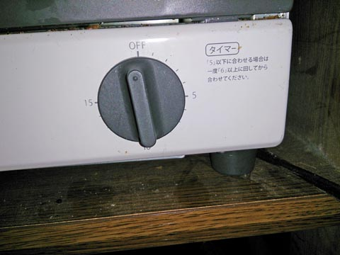 アイリスオーヤマのオーブントースターEOT-100はタイマーのダイヤルを回すだけ