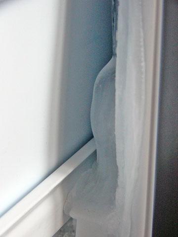ヤマダ電機と東芝のコラボ冷蔵庫GR-1Zの冷凍室についた氷
