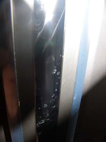 ヤマダ電機と東芝のコラボ冷蔵庫GR-1Zの取っ手は指紋や汚れが目立ちやすい