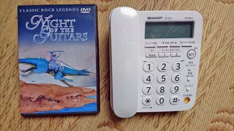 シャープ デジタルコードレス電話機(子機1台付)JD-G31CLとDVDケースの比較