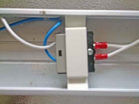 NOATEK(ノアテック) のLEDキッチンライトN-LED4820Pのコネクタに電源コードを取り付ける