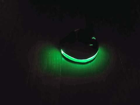LEDアームバンドは暗いところでは十分明るい