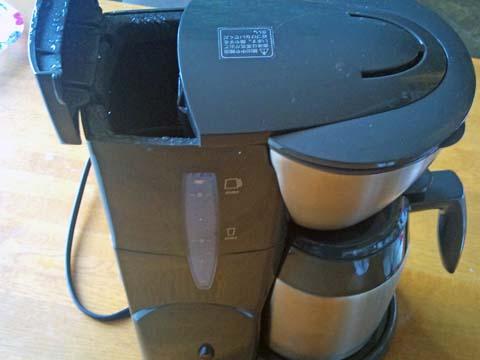 Melitta(メリタ) のコーヒーメーカー、アロマサーモ ステンレス ダークブラウン JCM-561/TDの水タンクの開口部は意外と狭い