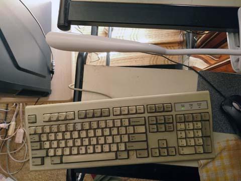 Mospro LEDデスクスタンド クリップライト タッチパネル機能 三段階調光 USB充電対応 電気スタンド 仕事・読書ランプ (ホワイト)は使用しない時はじゃまにならない位置に回転