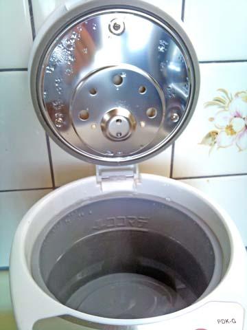 TIGER(タイガー)マイコン電動ポット2.2リットルタイプPDK-G220WUの給水は上蓋を開けて行う