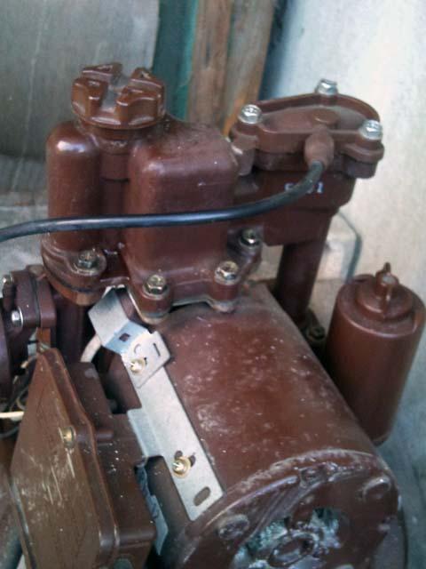 実家の水道水汲み上げ用ポンプ日立WT-P125Fのカバーを開けたところ